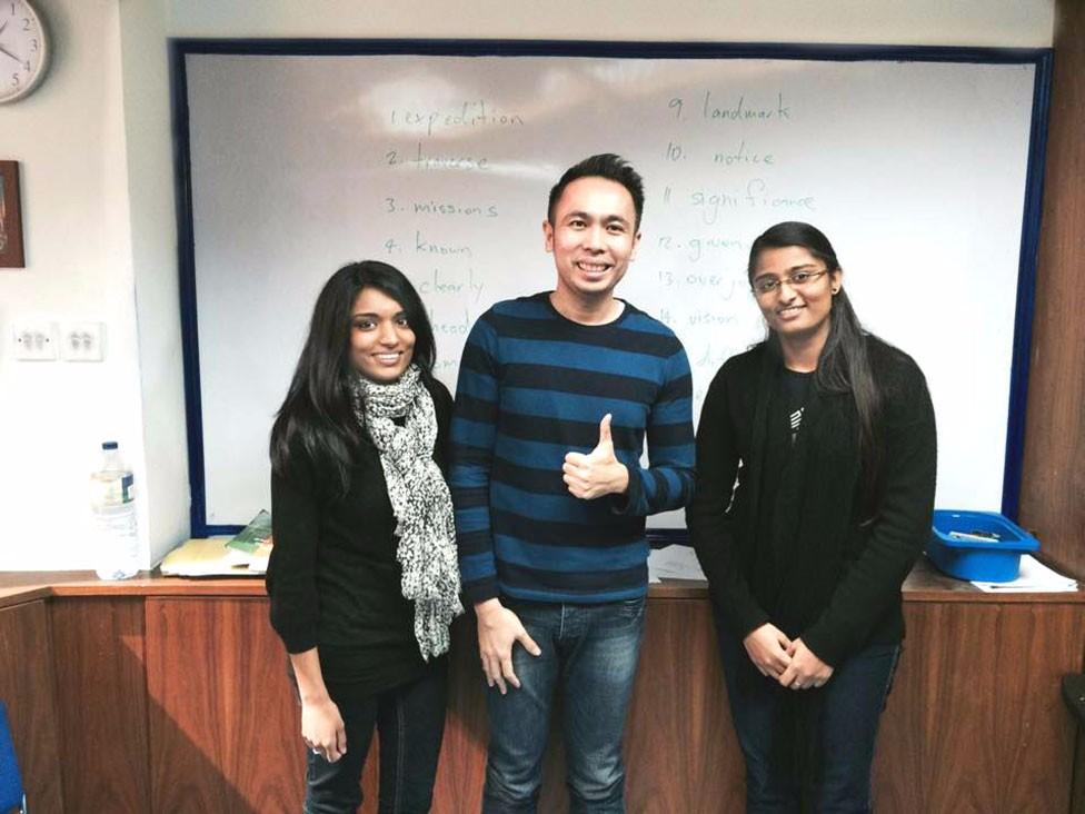 3-Engllish-language-students-before-class