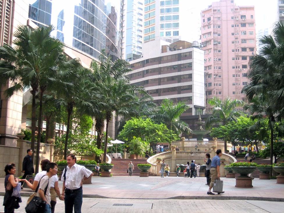 Beautiful-park-next-to-Q-Language