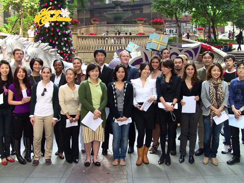 students-&-teachers-sing-xmas-carols—Grand-Millenium-Plazza-HK