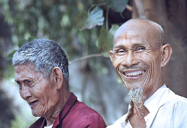 delay onset of dementia by studying languages - elderly Asian men